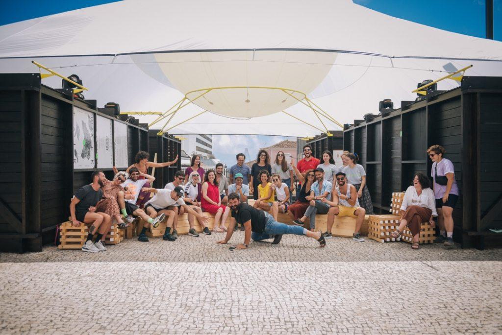 Walk & Talk Team Picture 2019, Pavilion designed by Artworks and GA estudio, Photo Sara Pinheiro, Courtesy W&T