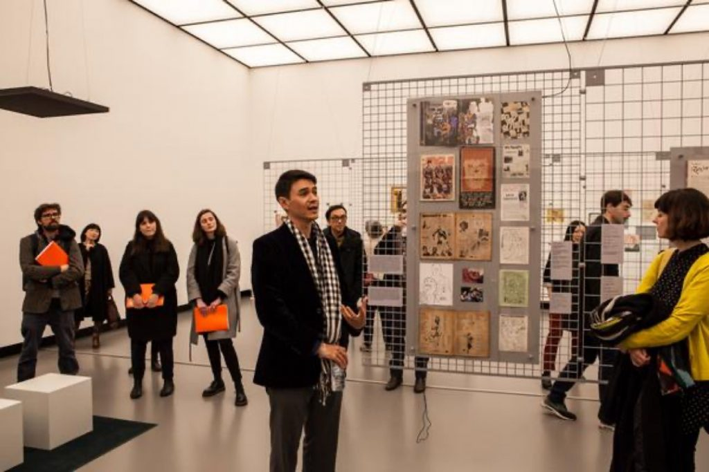 """David Teh introducing """"'Misfits': Pages from a loose-leaf modernity"""" to visitors at the Haus der Kulturen der Welt (Photo credits: Laura Fiorio / HKW)."""