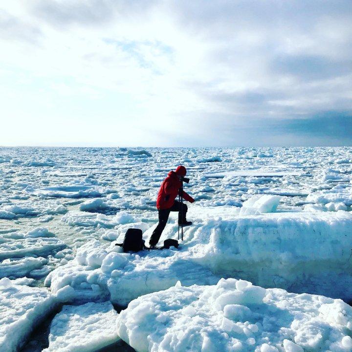 Seiha Kurosawa Shooting in drift ice in Northern Japan. Photography Yoichi Kamimura. 2021.