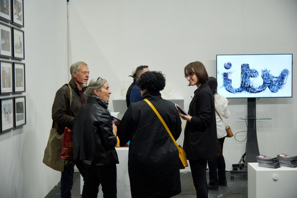 Charlie Levine at Manchester Art Fair in 2019 on the ITV Creates booth talking to artist Patricia Volk and guests. Photo by Theo Deproost